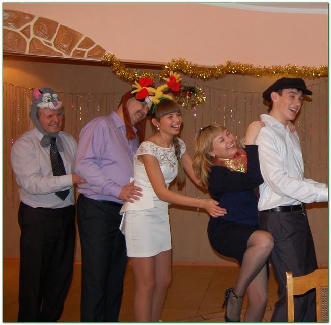 """Фото с сайта Серпантин идей. https://serpantinidey.ru/https://serpantinidey.ru/Сказка-экспромт для тесной компании """"Новогодняя Репка"""""""